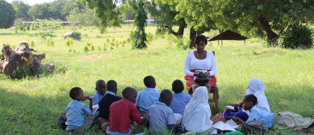 Kiu mentors taught their students English by reading stories, playing games, and conducting lessons around weekly themes.